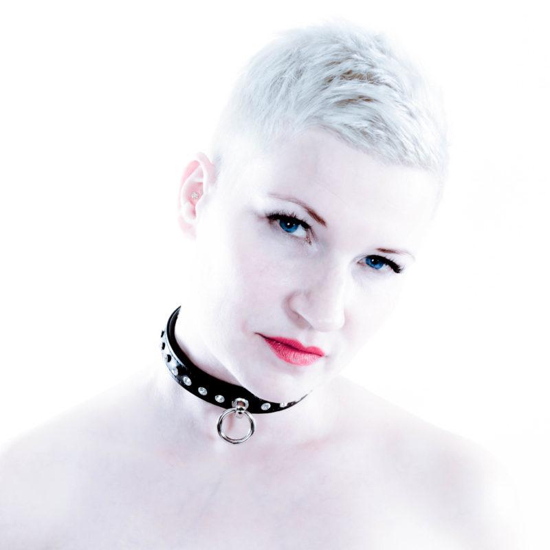 SiaLinda Halsband Kristall schwarz