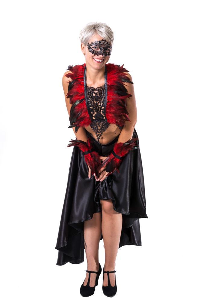 SiaLinda Harness Zaha mit rot-schwarzen Federn